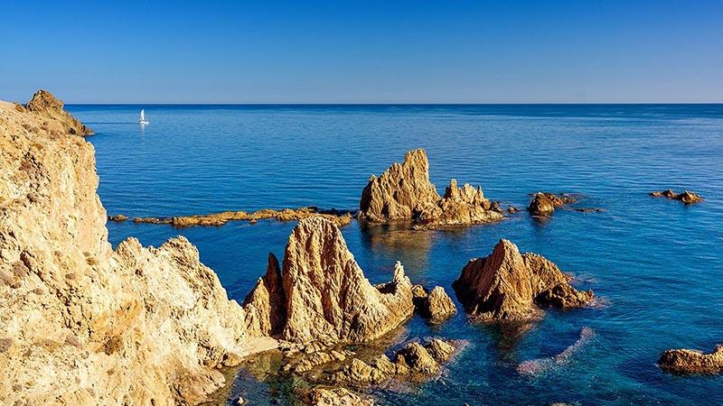 El Parque Natural Cabo de Gata es un lugar muy singular en cuanto a paisajes y belleza